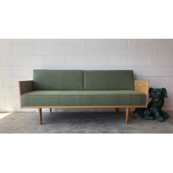 Frederik Daybed / Sofa by found furniture.
